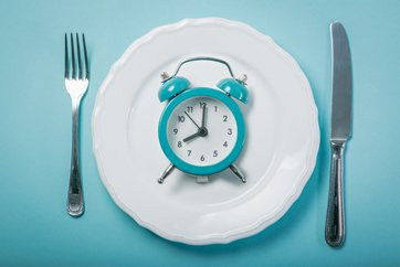 Photo of clock on plate